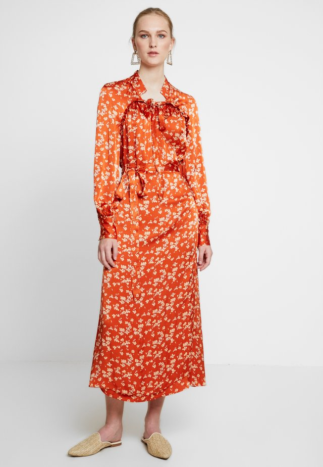 LYN DRESS - Skjortekjole - orange