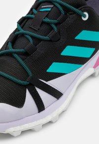 adidas Performance - TERREX SKYCHASER LT GTX - Hikingsko - core black/hi-res aqua/purple tint - 5