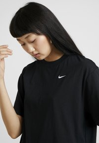 Nike Sportswear - Basic T-shirt - black/white - 4
