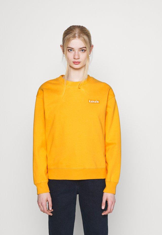 GRAPHIC STANDARD CREW - Sweatshirt - kumquat