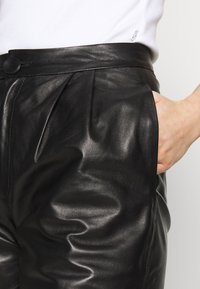 STUDIO ID - CAROLINE SHORTS - Leather trousers - black - 4
