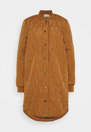 SHALLY QUILTED - Zimní kabát - thrush
