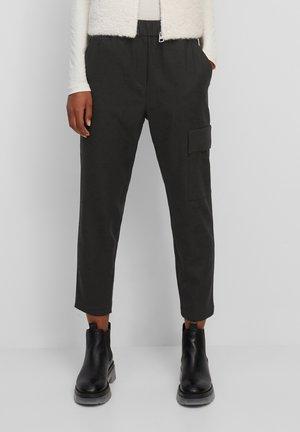 TAILORED JOGG-PANTS AUS VISKOSE-WOLLE-MIX - Cargo trousers - black