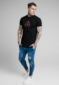 SIKSILK - EMBOSSED FITTED BOX TEE - T-shirt imprimé - black - 1