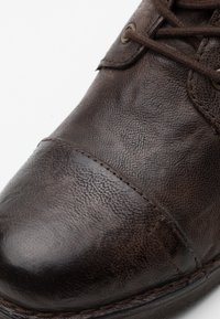 Levi's® - TRACK - Veterboots - dark brown - 5