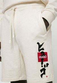 HUGO - DILSON - Shorts - natural - 3