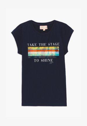 HARSINA - Print T-shirt - dark blue