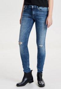 ONLY - CARMEN  - Jeans Skinny Fit - medium blue denim - 0