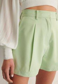 NA-KD - PLEAT DETAIL SHORTS - Shorts - dusty green - 5