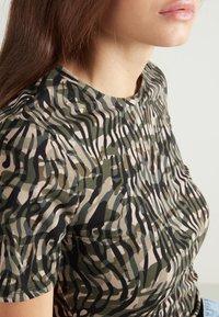 Tezenis - Print T-shirt - - 914t - military animal print - 3