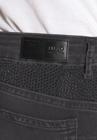 Liu Jo Jeans - UP DIVINE - Vaqueros pitillo - black ermine - 4