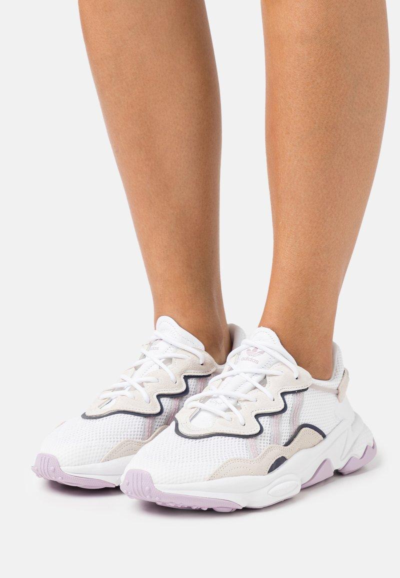 adidas Originals - OZWEEGO  - Sneakersy niskie - footwear white/soft vision/offwhite