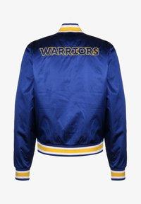 Nike Performance - NBA GOLDEN STATE WARRIORS REVERSIBLE COURTSIDE TRAININGSJACKE HE - Sports jacket - rush blue / amarillo - 1