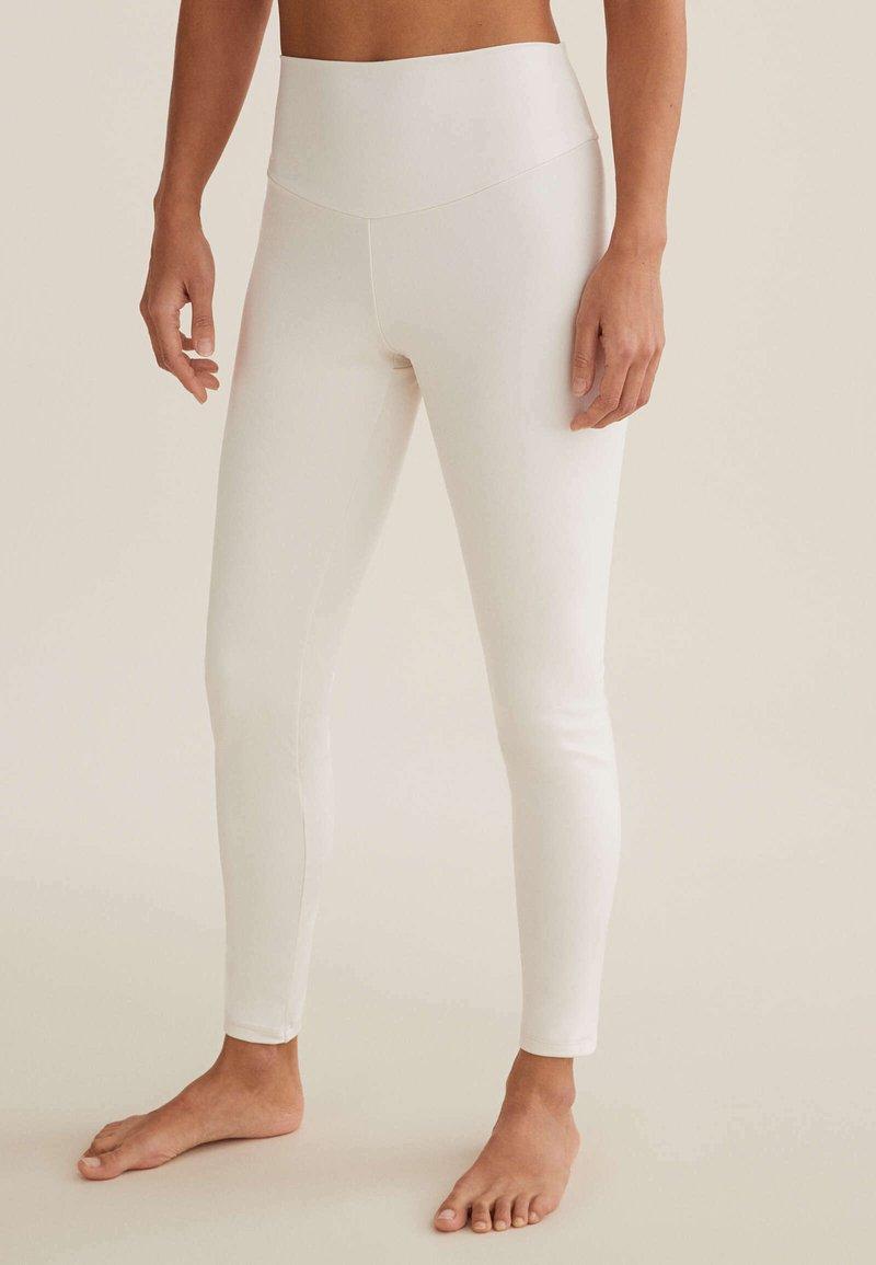 OYSHO - COMFORTLUX  - Leggings - white