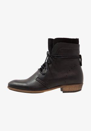 HALLY - Šněrovací kotníkové boty - black/natural