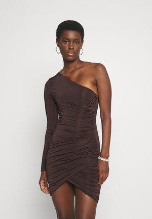 RUCHED SLINKY ASYMETRIC WRAP MINI DRESS - Jersey dress - chocolate