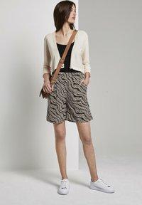 TOM TAILOR - Shorts - black wavy design - 1