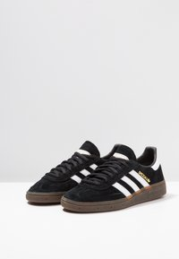 adidas Originals - HANDBALL SPEZIAL - Sneakers - cblack/ftwwht/gum5 - 2