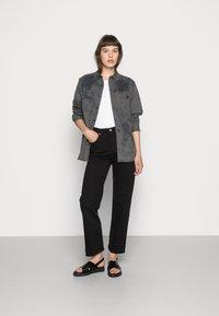 Levi's® - RIBCAGE STRAIGHT ANKLE - Straight leg jeans - black heart - 2