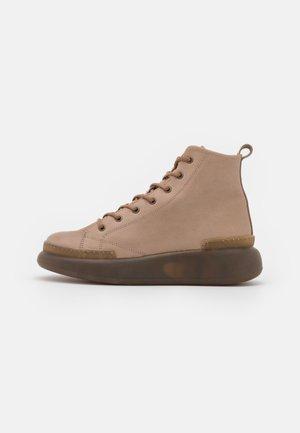 IRIS - Šněrovací kotníkové boty - tortora