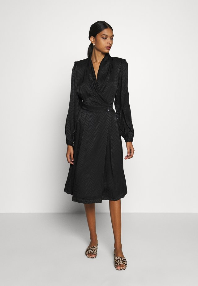 LYNNGZ DRESS - Robe d'été - black