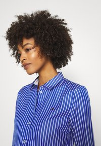 Tommy Hilfiger - SONYA - Button-down blouse - blue/white - 4