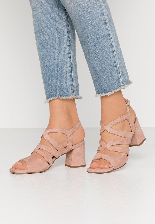 Sandaalit nilkkaremmillä - amalfi maguillaje