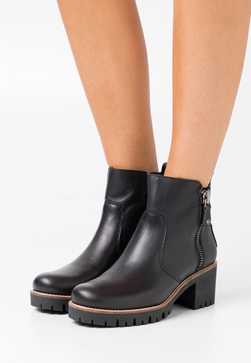 Panama Jack - PAULINE TRAVELLING - Ankle boots - black