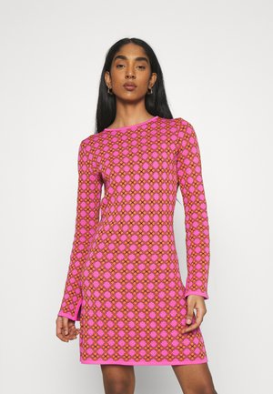 MOSAIC TILE SWING DRESS - Pletené šaty - pink