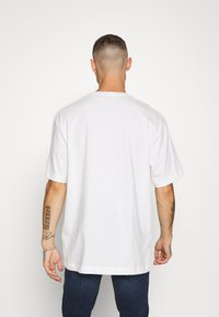 Topman - OPTIMISM TEE - T-shirt con stampa - white - 2
