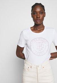 Tommy Hilfiger - TIARA - T-shirt imprimé - white - 3