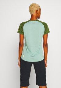 Zimtstern - SUNSETZ TEE - T-shirts med print - granite green/bronze green - 2
