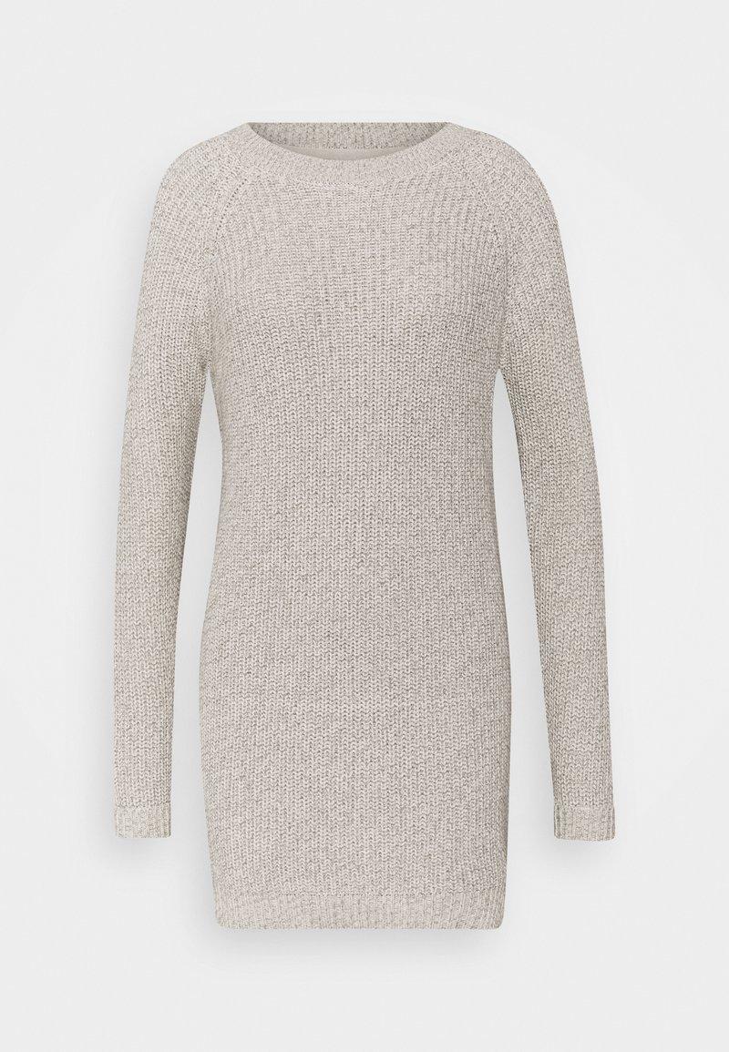 Noisy May Petite - NMSIESTA O NECK DRESS - Gebreide jurk - oatmeal