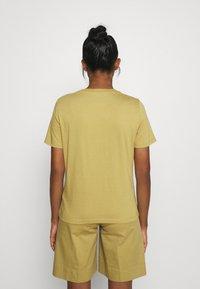 Minimum - KIMMA - Basic T-shirt - khaki/green - 2
