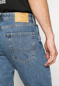 Jack & Jones - JJICHRIS JJORIGINAL - Straight leg jeans - blue denim - 3