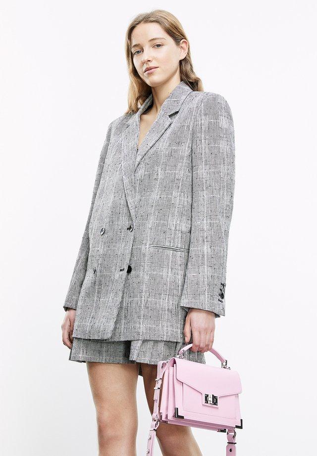Klasyczny płaszcz - black white