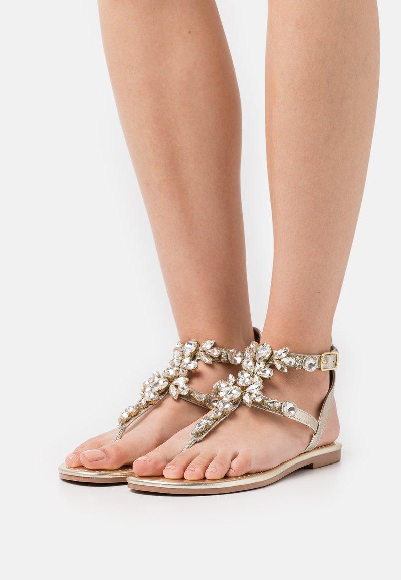 River Island Wide Fit - Sandály s odděleným palcem - gold