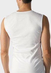 mey - MUSKELSHIRT V-NECK SERIE CASUAL COTTON - Hemd - white - 1