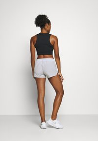 Nike Performance - RUN SHORT - Pantalón corto de deporte - grey fog/black - 2