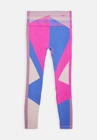 Nike Performance - SEAMLESS SCULPT 7/8 - Tights - fire pink/sapphire - 3