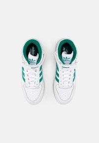 adidas Originals - FORUM MID - Sneakers hoog - white/gold met/gum - 5