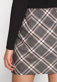 Abercrombie & Fitch - PLAID MINI SKIRT - Minisukně - grey - 4