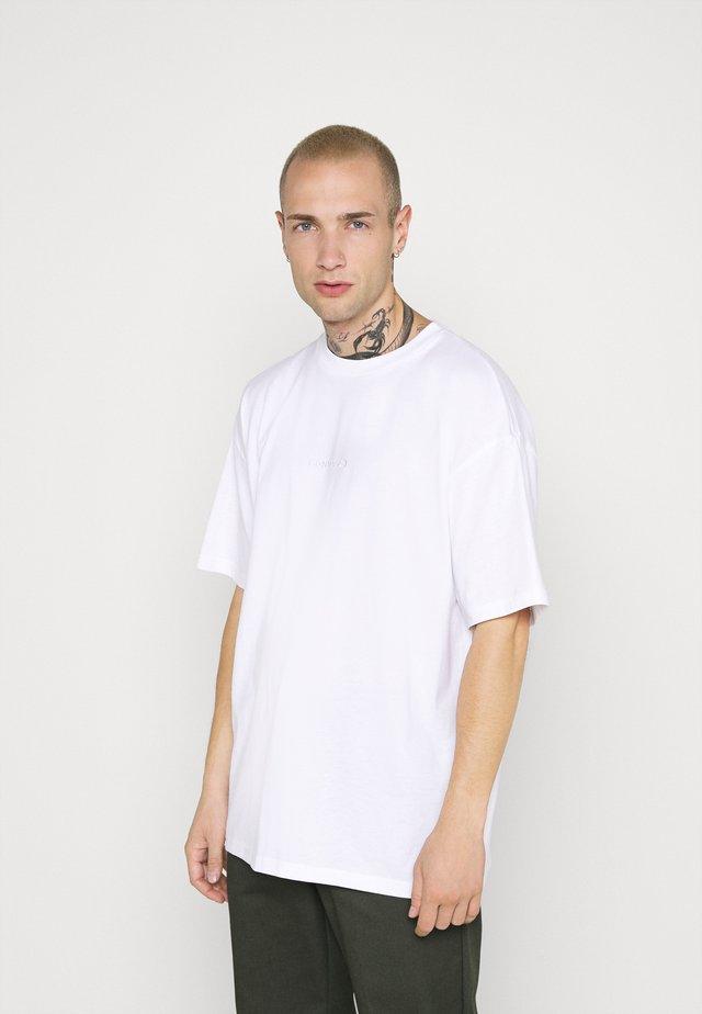 WORDMARK OVERSIZED TEE - Print T-shirt - white