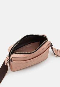 Calvin Klein - CAMERA BAG - Olkalaukku - pink - 2
