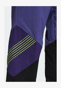 adidas Originals - SPRT ARCHIVE WOVEN TRACKSUIT BOTTOMS - Pantalon de survêtement - purple - 4