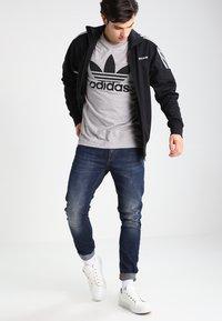 adidas Originals - ORIGINAL TREFOIL - T-shirt med print - grey - 1