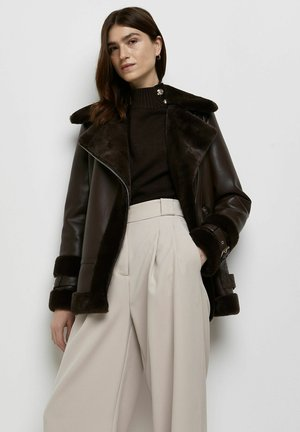 BROWN SHEARLING OVERSIZED AVIATOR - Faux leather jacket - brown