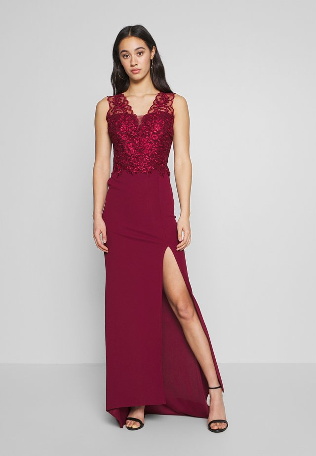 FISHTAIL MAXI DRESS - Abito da sera - wine
