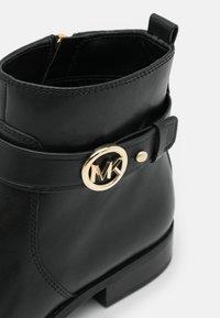 MICHAEL Michael Kors - ABIGAIL FLAT BOOTIE - Classic ankle boots - black - 6