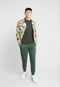 Nike Sportswear - CLUB - Tracksuit bottoms - galactic jade - 1